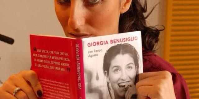 """Giorgia Benusiglio col suo libro """"Vuoi Trasgredire? Non farti!"""""""