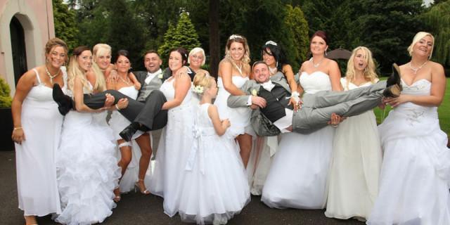 Le spose sono dieci, ma gli sposi sono solo due: ecco perché