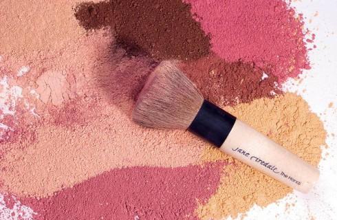Gli Ingredienti più Strani (e più Disgustosi) che ci Sono nei Cosmetici