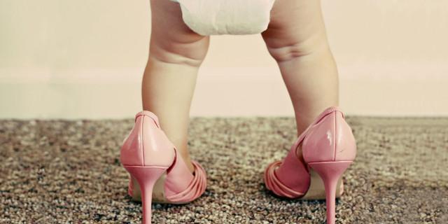 8 Problemi che Solo le Donne che Indossano i Tacchi Alti Capiscono