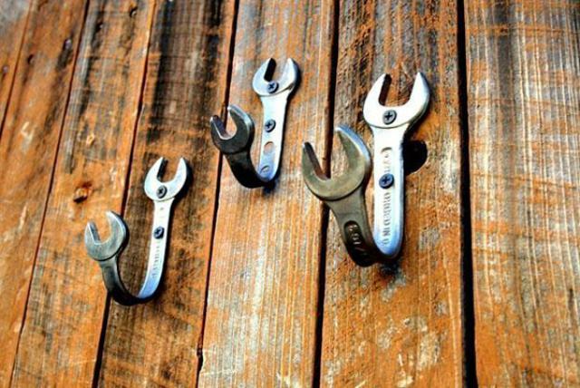 Le chiavi inglesi diventano ganci a parete
