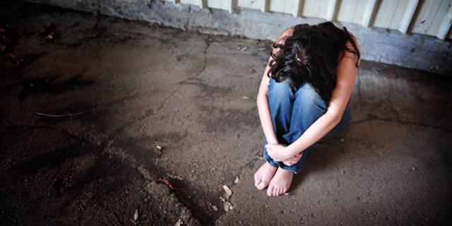 Figlia Stuprata si Suicida: Padre Costretto a Risarcire lo Stupratore