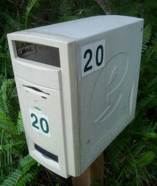 Il pc rotto diventa la cassetta della posta