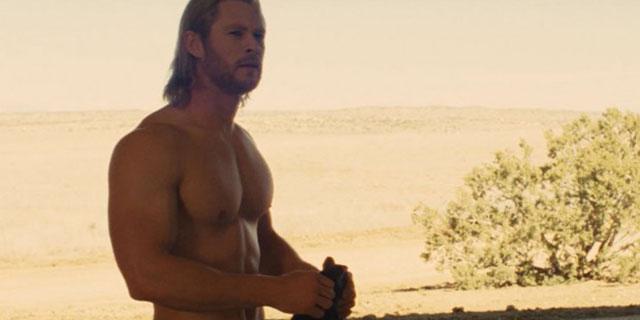 Chris Hemsworth Irriconoscibile e Senza Muscoli: Ecco Cosa gli è Successo