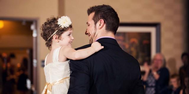"""Abby, la bimba malata di leucemia che aveva """"sposato"""" il suo infermiere preferito"""
