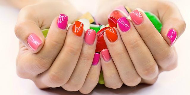 Soak off, manicure perfetta a metà tra gel e semipermanente