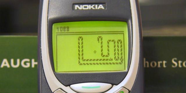 La Vita Prima degli Smartphone: 9 Cose che Facevamo con i Vecchi Cellulari?