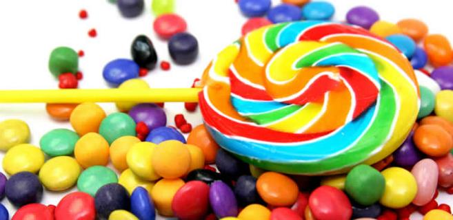 assaggiare dolci e caramelle