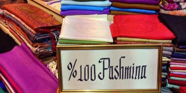 nuovo arrivo 642cd 6d8fd Pashmina: un accessorio indispensabile - Roba da Donne