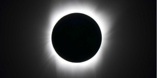 eclissi totale sole e luna nera