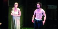 Jon Snow si Mette a Nudo in Teatro. Ecco le Foto Clandestine!