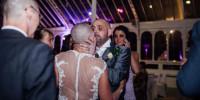 La Toccante Storia della Sposa che si Rasa i Capelli nel Giorno delle Nozze: Ecco Perché