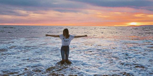 Essere Gemelli, Che Fatica! Ecco 10 Caratteristiche Tipiche delle Donne di Questo Segno
