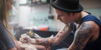 """Paura dei """"Per Sempre""""? Arrivano i Tatuaggi a Tempo Determinato: Ecco Cosa Sono!"""