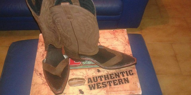 Fonte: Facebook/Redneck Boot Sandals