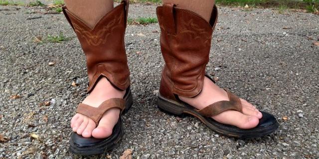 Fonte: Facebook/Redneck Boot Sandals