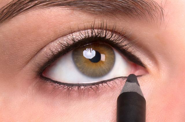 Eyeliner interno sopra sotto