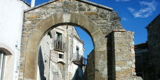 luoghi-magici-Puglia-Rione-Fossi-Accadia