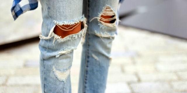 Jeans strappati: storia, abbinamenti e fai da te