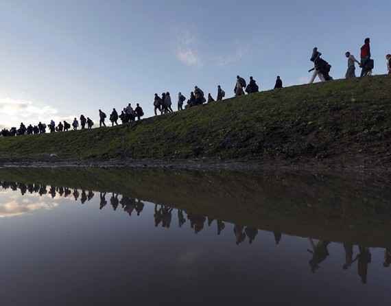 Fonte: Migranti in cammino a Brezice, Slovenia. Srdjan Zivulovic, Reuters