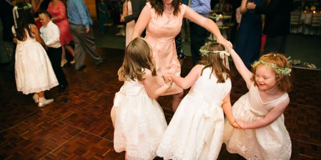 """Il matrimonio dell'insegnante Kinsey con tutti i suoi bambini """"speciali"""""""