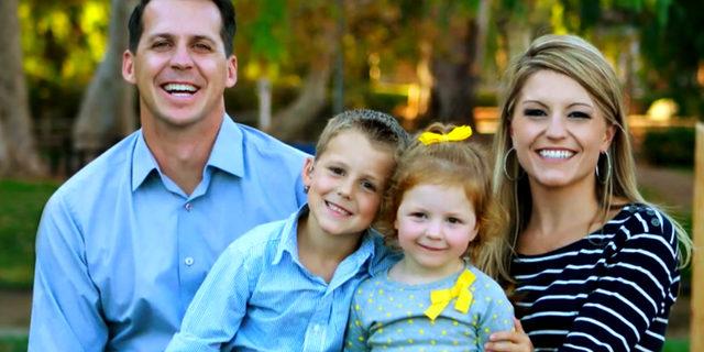 Ryland (il bambino a sinistra) e la sua famiglia. Fonte: Web