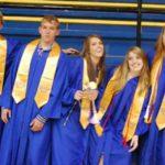 Le avevano consigliato l'aborto selettivo, ora festeggia il diploma dei suoi 5 gemelli