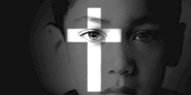 """Inchiesta choc: """"Ecco chi sono gli oltre 200 religiosi pedofili in Italia"""" che continuano a fare i preti"""