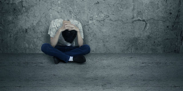 """""""Perdonatemi, mamma e papà, se potete"""": la lettera di Michele, 30 anni, suicida per colpa del precariato"""