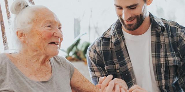 Chris, 31 anni, dice addio alla sua migliore amica di 89: il post diventa virale