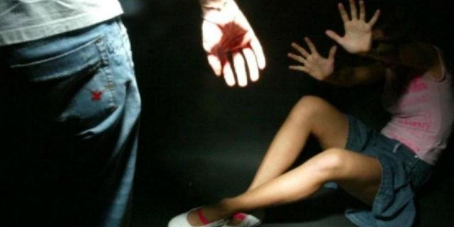 """Violentata dal padre a 16 anni perché lesbica: """"Con gli uomini è meglio"""""""