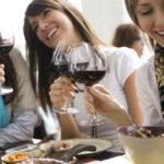 Essere pagati per viaggiare e bere vino (con un amico): AAA lavoro dei sogni offresi