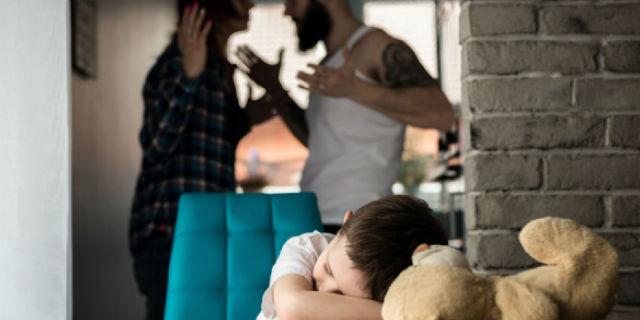 """""""Papà ha ucciso la mamma"""": il femminicidio visto dai bambini e dai figli"""