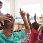Senza materie e con gli smartphone: la rivoluzione della scuola ha inizio