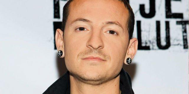 """""""Non posso immaginare un mondo senza di te"""": il cantante dei Linkin Park suicida come Chris Cornell"""