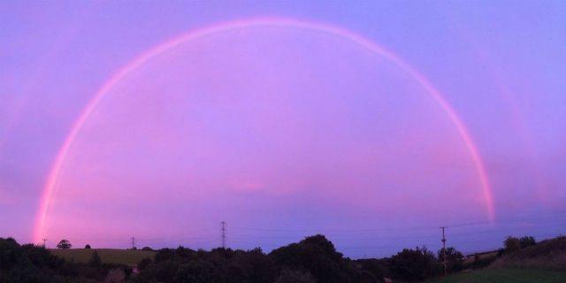 Quando l'arcobaleno è rosa: la spiegazione del fenomeno