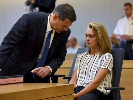 I messaggi di Michelle Carter, accusata di omicidio per aver spinto il fidanzato al suicidio