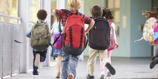 Bambino autistico espulso dalla scuola. Le mamme esultano sulla chat di WhatsApp
