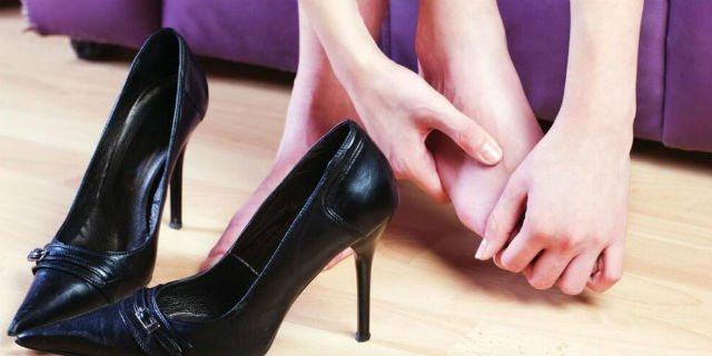 7 trucchi per allargare le scarpe troppo strette e smettere di soffrire