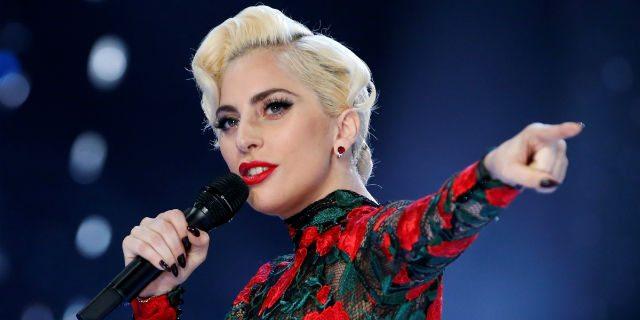 Lady Gaga annulla 10 concerti: soffre di fibromialgia, ha dolori fortissimi