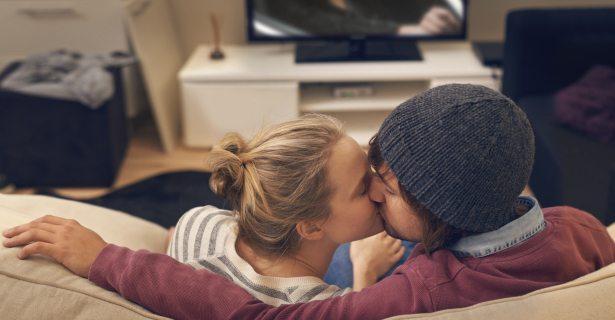 Perché le coppie che guardano serie tv sono le più felici