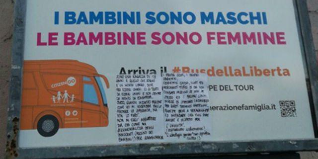"""Il bellissimo messaggio di una ragazza di 18 anni sul bus """"no gender"""""""