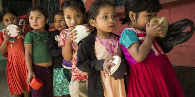 Ogni anno 6 milioni di bambini muoiono per cause facilmente curabili. La metà di fame