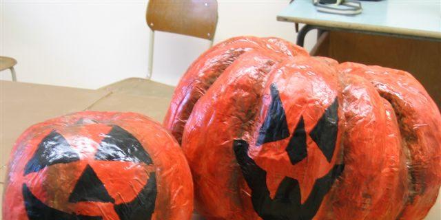Zucca Halloween Cartapesta.Cartapesta Come Creare Fiori Maschere E Zucche Roba Da Donne