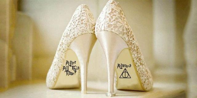 """La """"formula magica"""" di Harry Potter per giurarsi amore eterno... con le scarpe della sposa"""