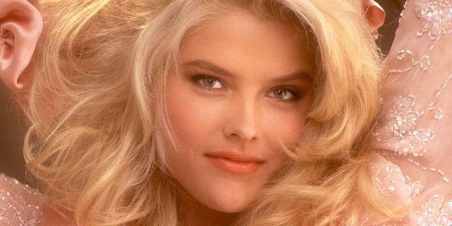 Anna Nicole Smith, una vita a sorridere sulle copertine per morire di depressione a 39 anni