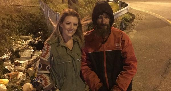Un senzatetto le dà i suoi ultimi 17 euro, lei raccoglie per lui oltre 200 mila dollari