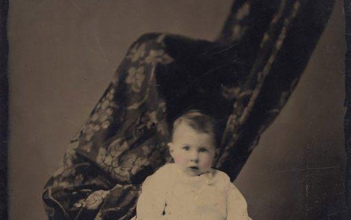 """Le """"madri nascoste"""" nelle foto dei bambini dell'Ottocento"""