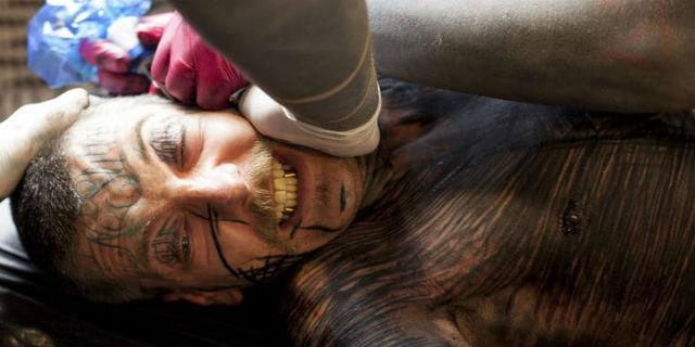 Il rituale del Brutal Black: fare tattoo per provare e infliggere più dolore possibile