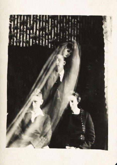 11 fotografie storiche con strane presenze inquietanti